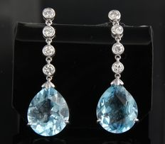 14 kt white gold dangle earrings set with a drop-shaped faceted cut blue topaz and 8 brilliant cut diamonds of approx. 0.60 ct in total