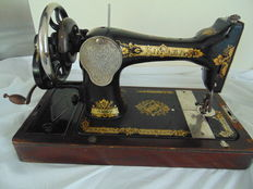 Singer 28k sewing machine with wooden hood, 1920