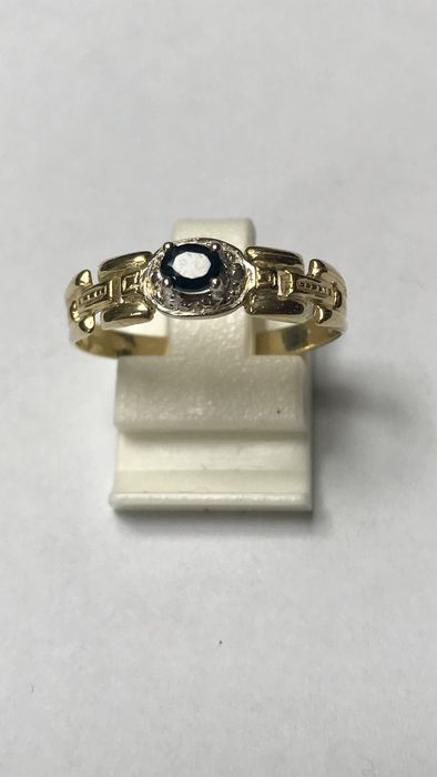 14 kt yellow gold ring with blue sapphire – Size 19 (60)