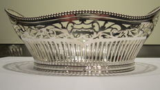 Silver Cake basket with pearl rim, open work, L. Marcelis, 1949