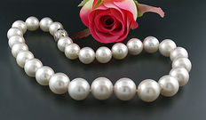 Luxurious South Sea cultivated pearls, white, 14-17 mm! Diamond cut, 750 yellow gold