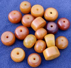 18 antique phenolic resin beads - North Africa - early 20th century