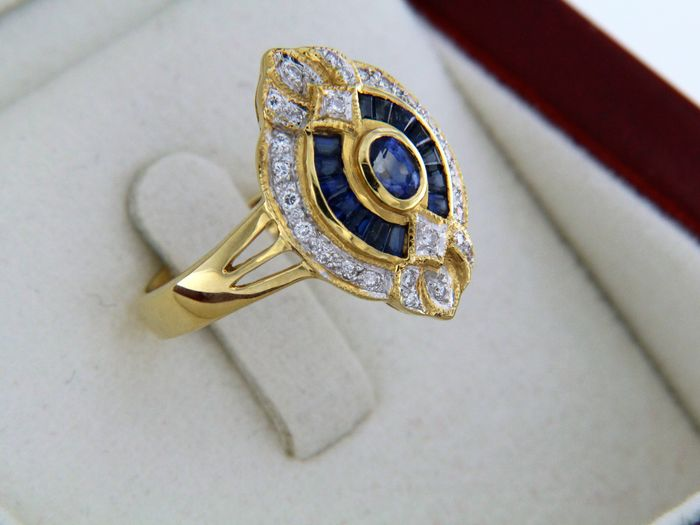 "1.45 ct sapphires and diamonds - ""Marquise"" ring in 18 kt yellow gold - Ring size: 53 -"