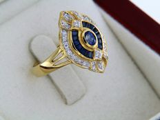 Marquise ring in 18 kt yellow gold with sapphires and diamonds. Ring size: 53 – Easily resizable.
