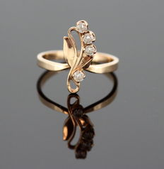 14K Yellow Gold Ladies Ring With White Sapphires ( 0.16 CT Total ) ca.1980