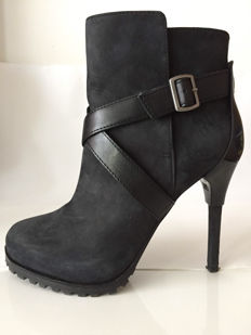 United Nude – boots: Cup X Bootie, black, nubuck boots.