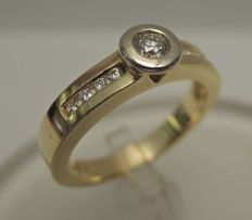 Gold ring of 18 kt with diamonds, ring size: 18 mm