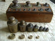 Complete weights set with 11 loose weights, 19th / 20th century, Belgium / the Netherlands.