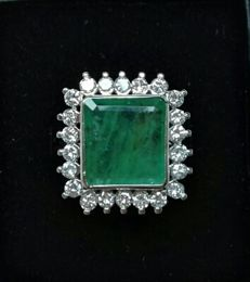 Exclusive 18 kt white gold ring with 4.2 ct emerald and 1.1 ct of GSI1 diamonds.
