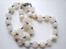 Vintage (1950s) - Genuine Rose Quartz and Mother of Pearl Moonstone beads Necklace with Silver Clasp - Excellent