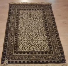 Beautiful Hand-knotted Isparta - 134cm x 90cm No reserve price! Act Now!