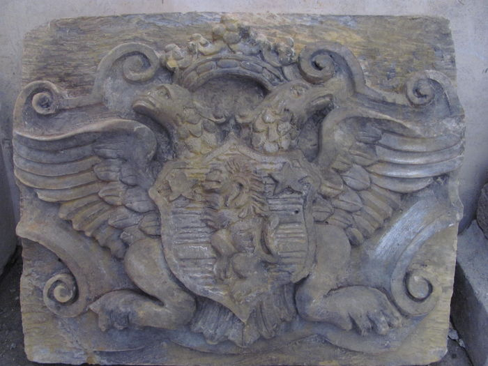 Coat of arms sculpture in stone dust - Italy - 20th century