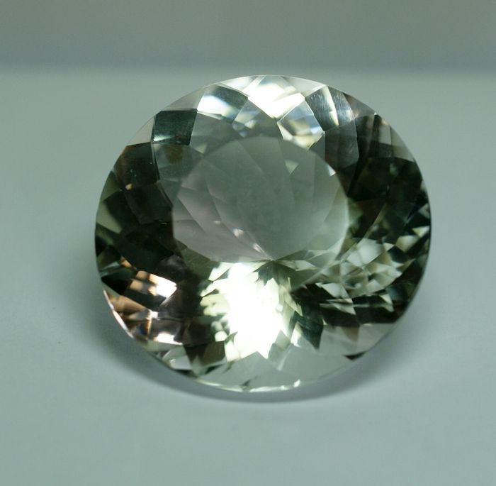 Rock Crystal - 82,83 ct,- No Reserve Price