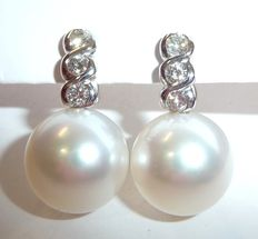 Earrings with 13.8 mm large South Sea pearls and 6 brilliant-cut diamonds of approx. 0.72 ct