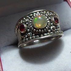 Silver ring with opal – 925 – size 19¼