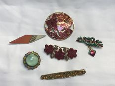 Collection of 6 enamelled brooches signed
