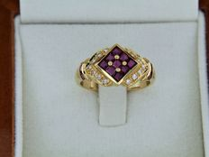 18 kt yellow gold ring with ruby and diamond entourage - Ring size: 52 – Easily resizable.