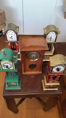 5 miniature standing clocks - German production - age: 4 pieces from around 1990/2000 and 1 piece from around 1930