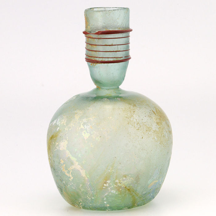 A Roman Green Glass Sprinkler Bottle- 13,33 cm