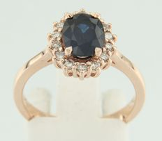 Rose gold ring, 14 kt, set with sapphire and 14 brilliant cut diamonds, ring size 17.25 (54)