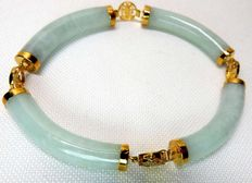 Pale Green jade bracelet and 14 k/585 yellow gold hallmarks - length 18 cm ***No reserve***