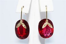 14 kt gold Dangle earrings with 17.15 ct synthetic rubellite and natural brown diamonds.