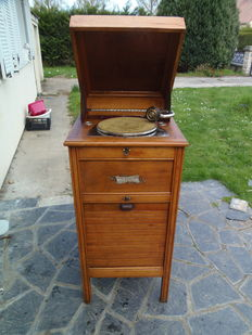 Electric gramophone jukebox