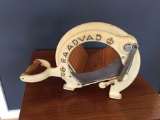 Vintage Raadvad cream bread slicer / cutter - model no. 294 - Iconic Danish design