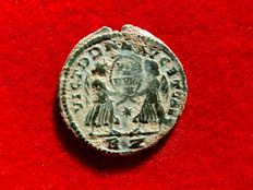 Roman Empire - Magnentius (350 - 353 A.D.) maiorina (3,56 g. 21 mm.) from Rome mint. Victories holding shield inscribed VOT V MVL X. */ RZ