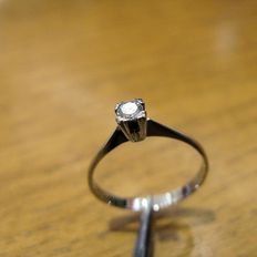 Designer solitaire ring – 18 kt white gold – Diamond, 0.15 ct – Size 15 – No reserve price