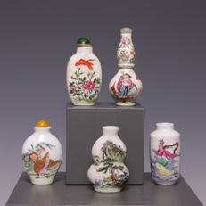 Five various porcelain snuff bottles – China – Mid/second half 20th century