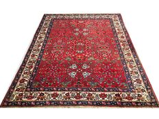 Magnificent Persian rug: Tabriz 325 x 240 cm made around 1950.