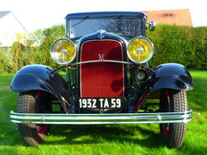 Ford - Tudor V8 - 1932 - Of French origin built under licence in France in 1932 - Type-18 V8 Flathead  221 cu in (3.6L) - 3-speed manual transmission.