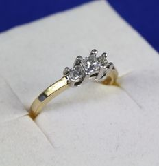 14 kt yellow gold ring with three princess cut diamonds, ring size: