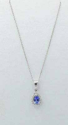 14  k.t white gold pendant with sapphire and  diamond stone ;  pendnt size 13 x 8 mm