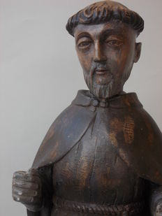 Large-sized antique walnut wood sculpture depicting Saint Francis of Assisi with a wrought iron cross - Italian origin, 19th century