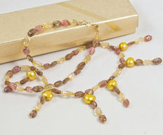 Dual gemstone necklace with pearls, 18 kt gold clasp and 44 cm long