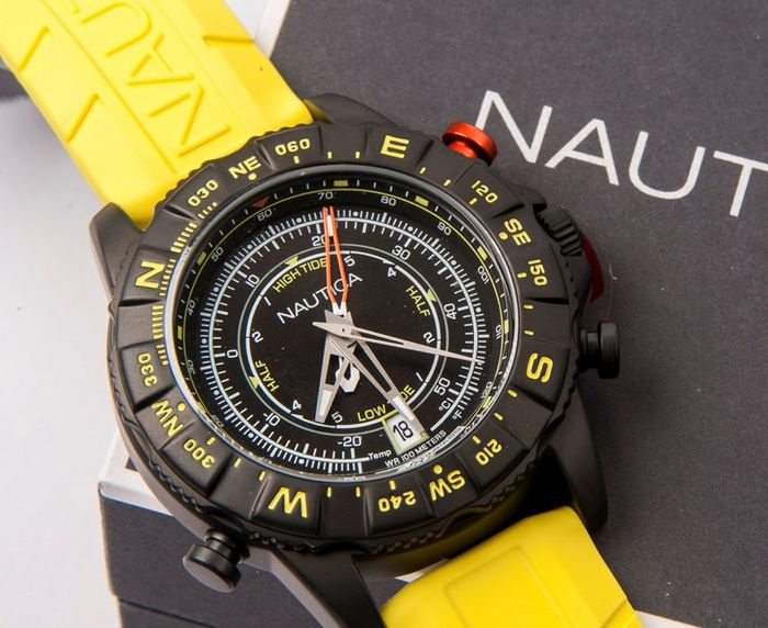 Nautica – Model: NAI21000G – Men's wristwatch with temperature gauge, tide indicator and analogue compass – New.