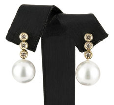 Yellow gold, 18 kt/750  - Earrings - Diamonds, 0.45 ct  - Pearl - Height 23.15 mm (approx.)