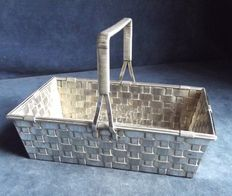Old English centrepiece basket in silver plate with braided handle and sides, approximately early 1900