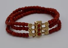 Bracelet with three strands of antique precious coral and a gold clasp with a safety chain, the Netherlands, 19th century.