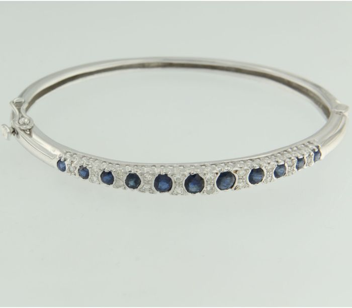 14 kt white gold hinge bracelet set with sapphire and octagon cut diamonds, inner size bracelet is 5.7 cm by 4.6 cm