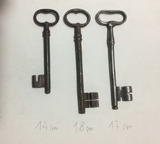 Three antique keys worked in solid wrought iron - Italy, 17th century