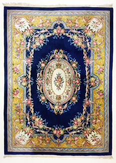 Beautiful Chinese rug, 345 x 240 cm;