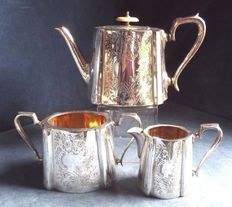Magnificent Victorian English 3-piece tea set in Sheffield Silver Plate, gilded inside with large engravings - around 1890