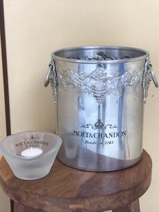 Rare vintage Moet et Chandon champagne bucket with engraved logo and a Moet et Chandon ashtray - Ca. 1970.