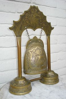 Bronze bell in frame - Indonesia - Ca. 1940