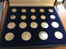 The Netherlands – 1, 2½ and 10 guilder coins 1954/1973 Juliana (19 pieces) in cassette – silver