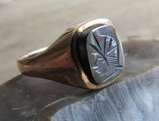 "Handmade rose gold ring with hematite ""Roman warrior"" / Centurion Approx. 1970."