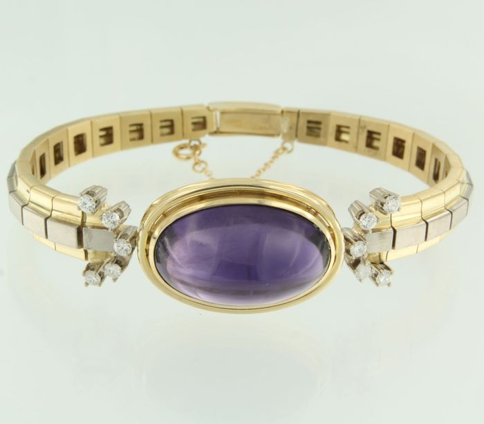 Bi-colour 18 kt gold bracelet set with a central, oval, cabochon cut amethyst and ten brilliant cut diamonds, bracelet length 19 cm